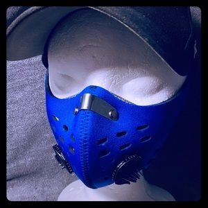 Blue neoprene facemask w/ 1 way Air valves &filter